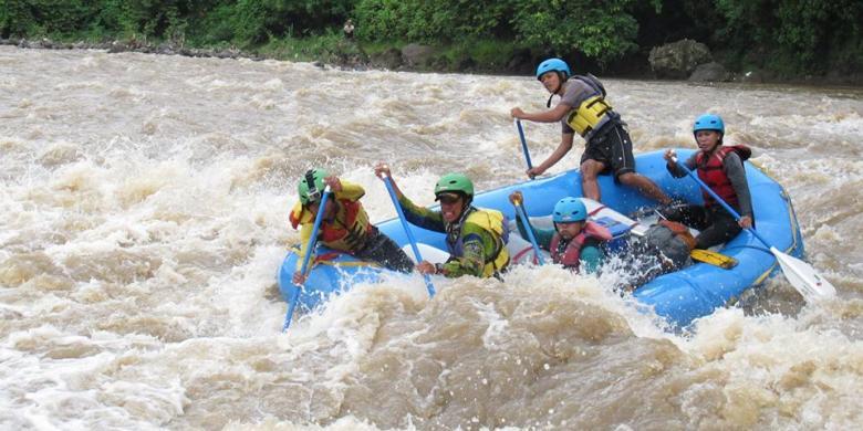 rafting-arung-jeram-cikandang-garut | Lokasi Outbound Garut