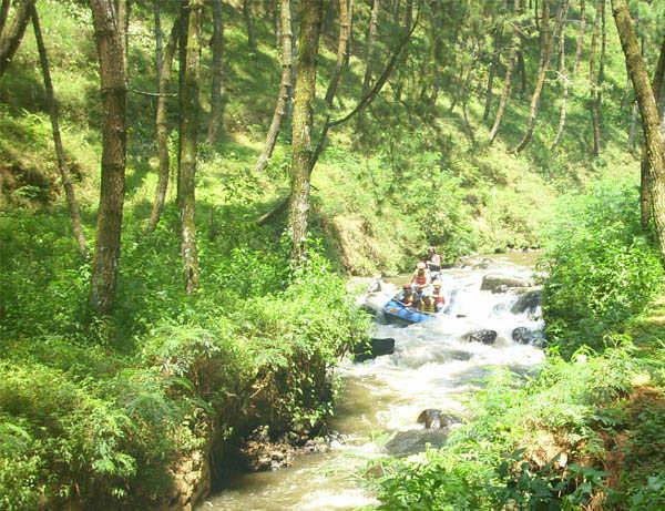 Keseruan Rafting Bandung / Arung Jeram